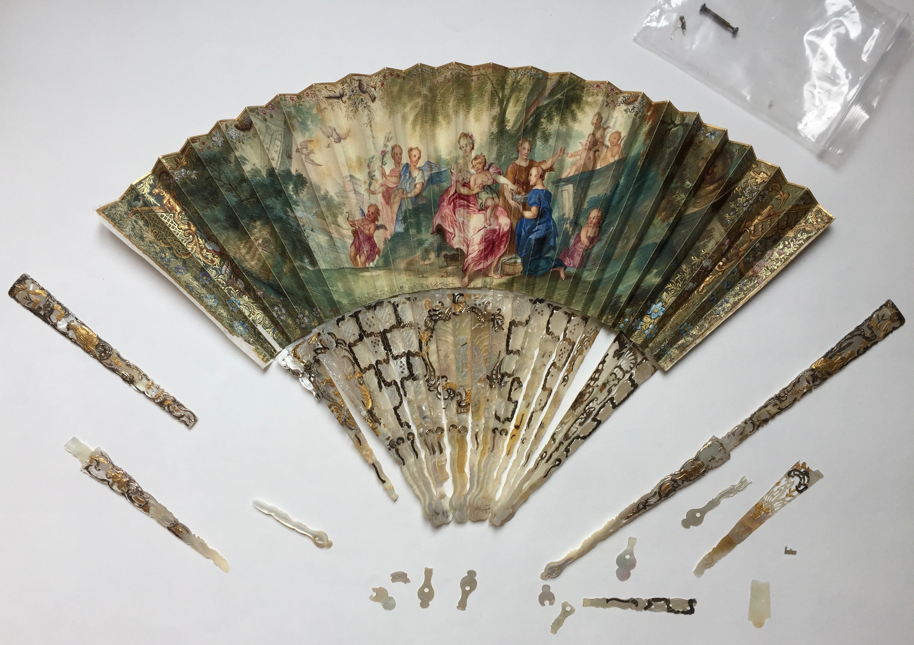 Fan before conservation mother of pearl